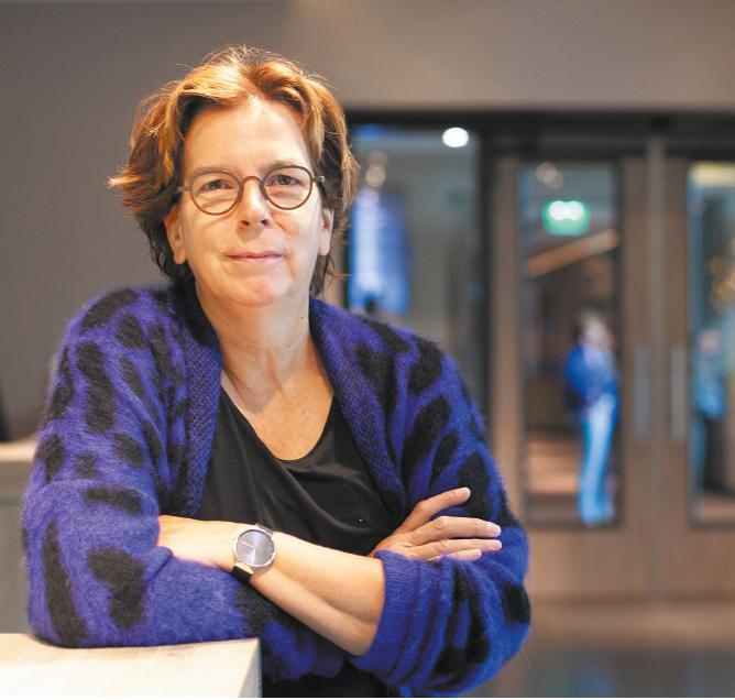 Prof. dr. Carla van Herpen, internist oncoloog, afdelingshoofd afdeling medische oncologie en hoogleraar zeldzame kankers
